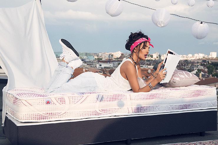 Двулицев матрак Nike Star - Николета Лозанова фотосесия