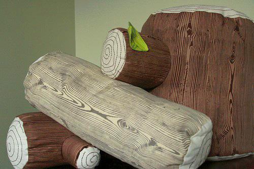 Възглавница с дървесни мотиви
